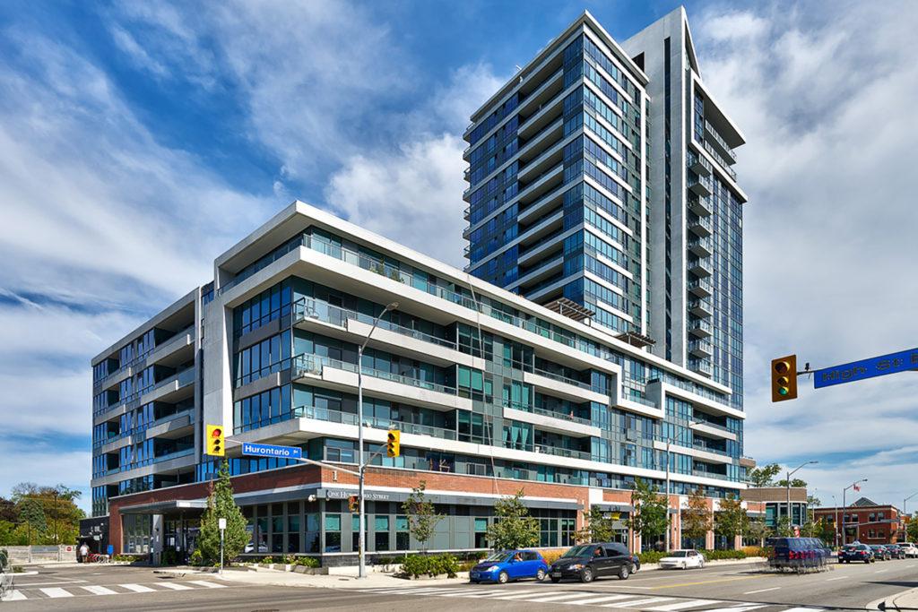 North shore port credit village slokker north amerika for Luxury condo living